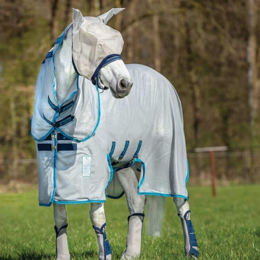 Et insektdækken er den ultimative beskyttelse for din hest mod insektbid i den varme sommersol.