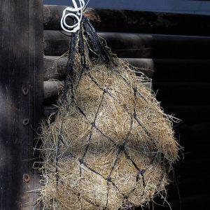 Et hønet er et populært fodringsprodukt til heste