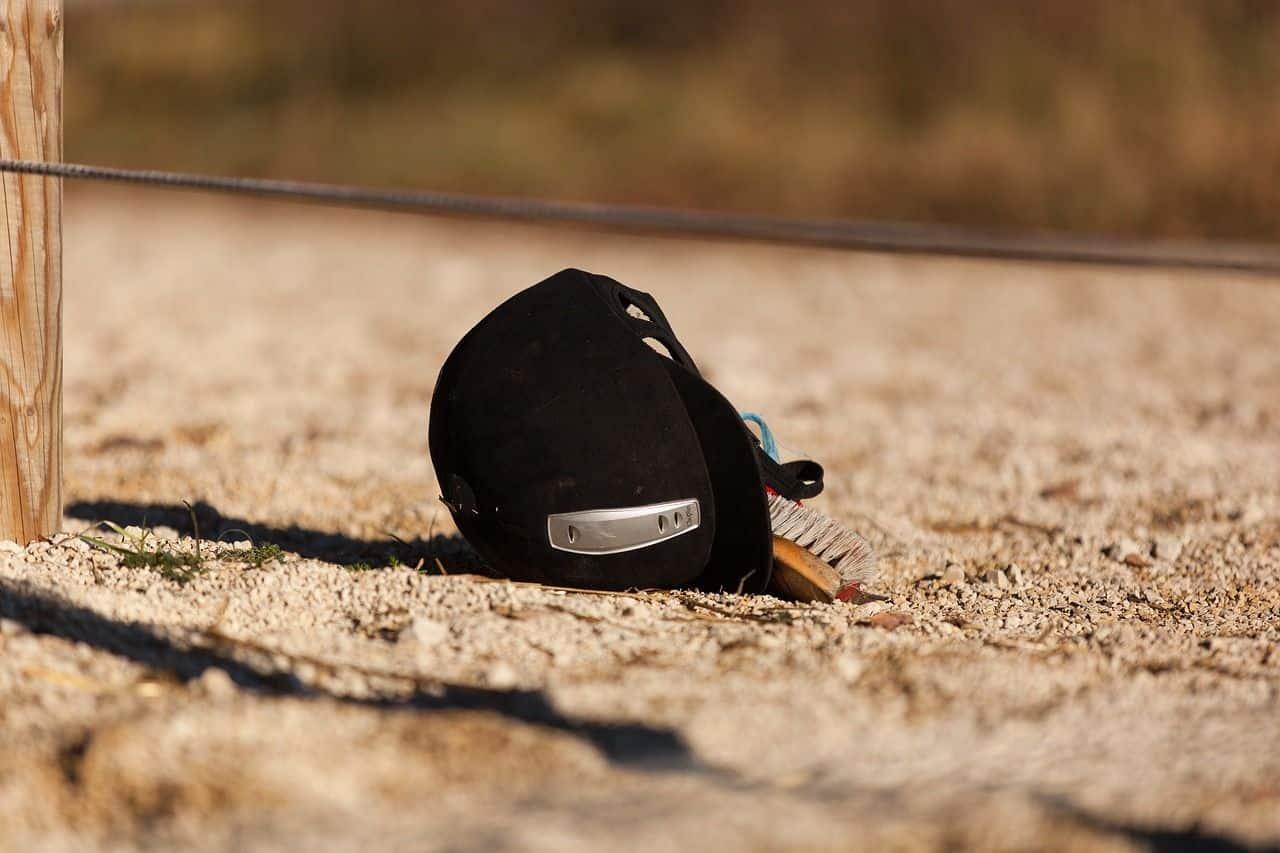 En ridehjelm beskytter ens hoved i tilfælde af fald og styrt