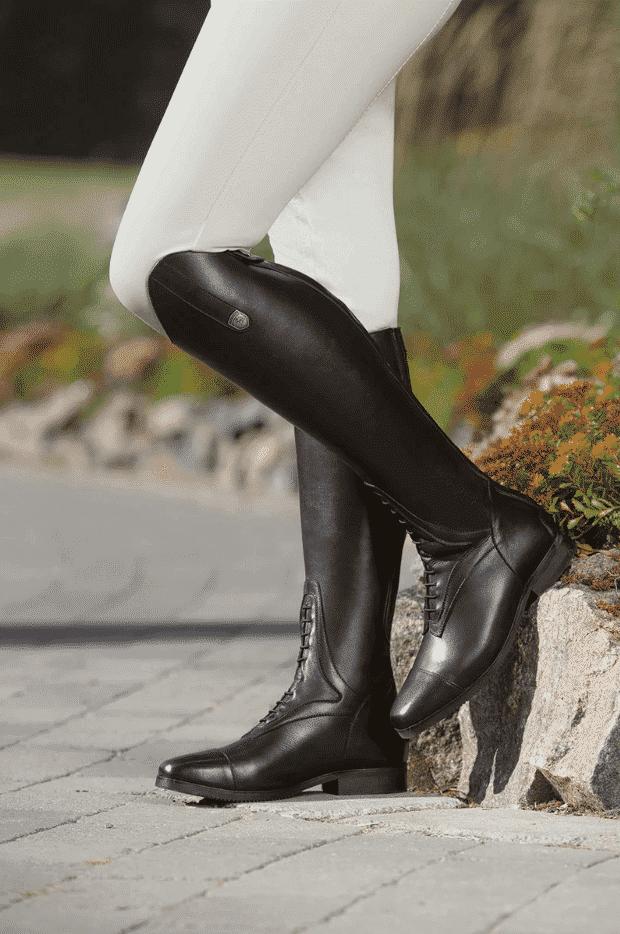 Ridestøvler er et nødvendigt stykke ridetøj til rytteren